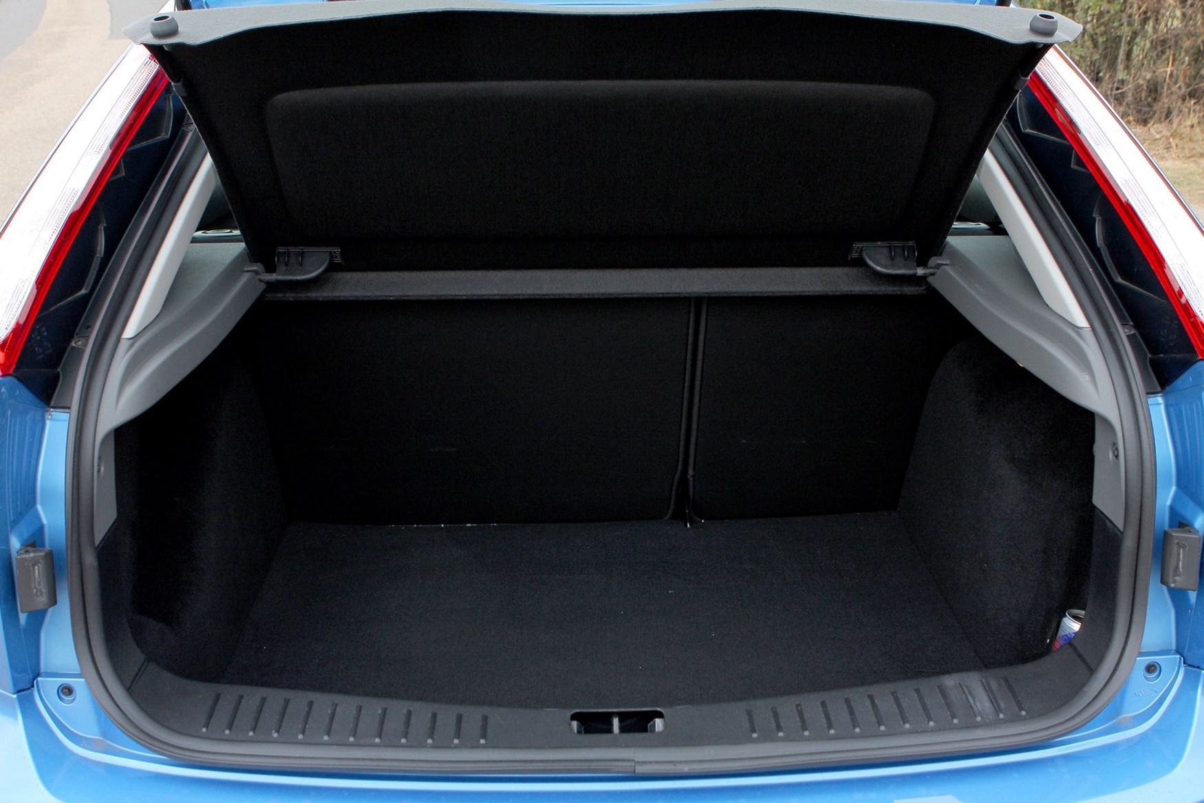 ford focus hatchback interior dimensions. Black Bedroom Furniture Sets. Home Design Ideas