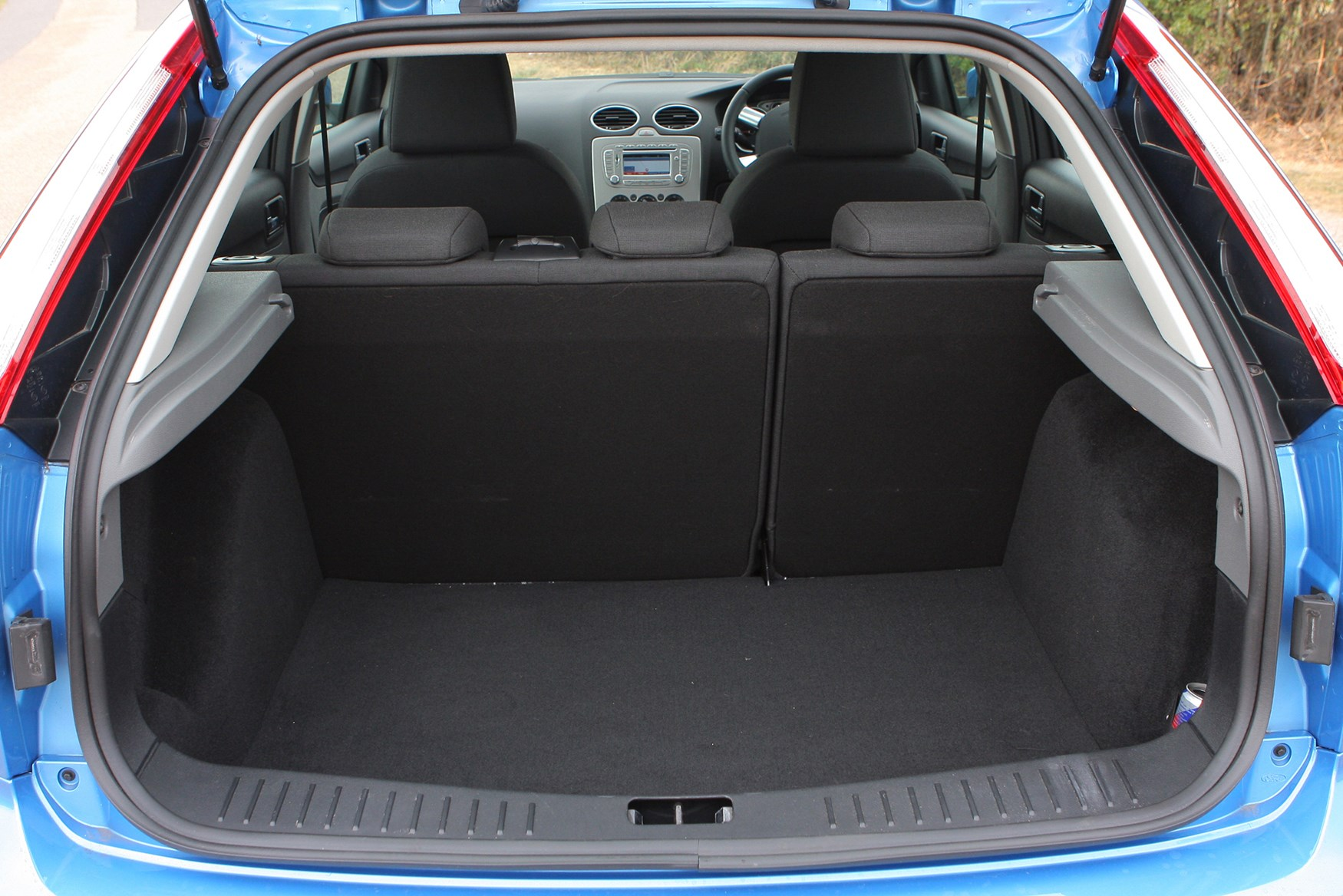 Ford Focus Hatchback 2005 2011 Features Equipment And Headlight Wiring Diagram 2008 Stereo View All Images Of The 05 11