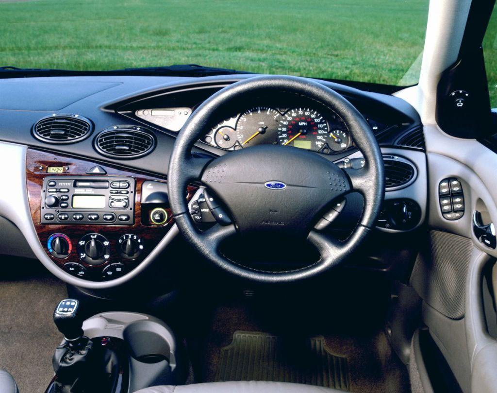 View all images of the ford focus estate 98 04