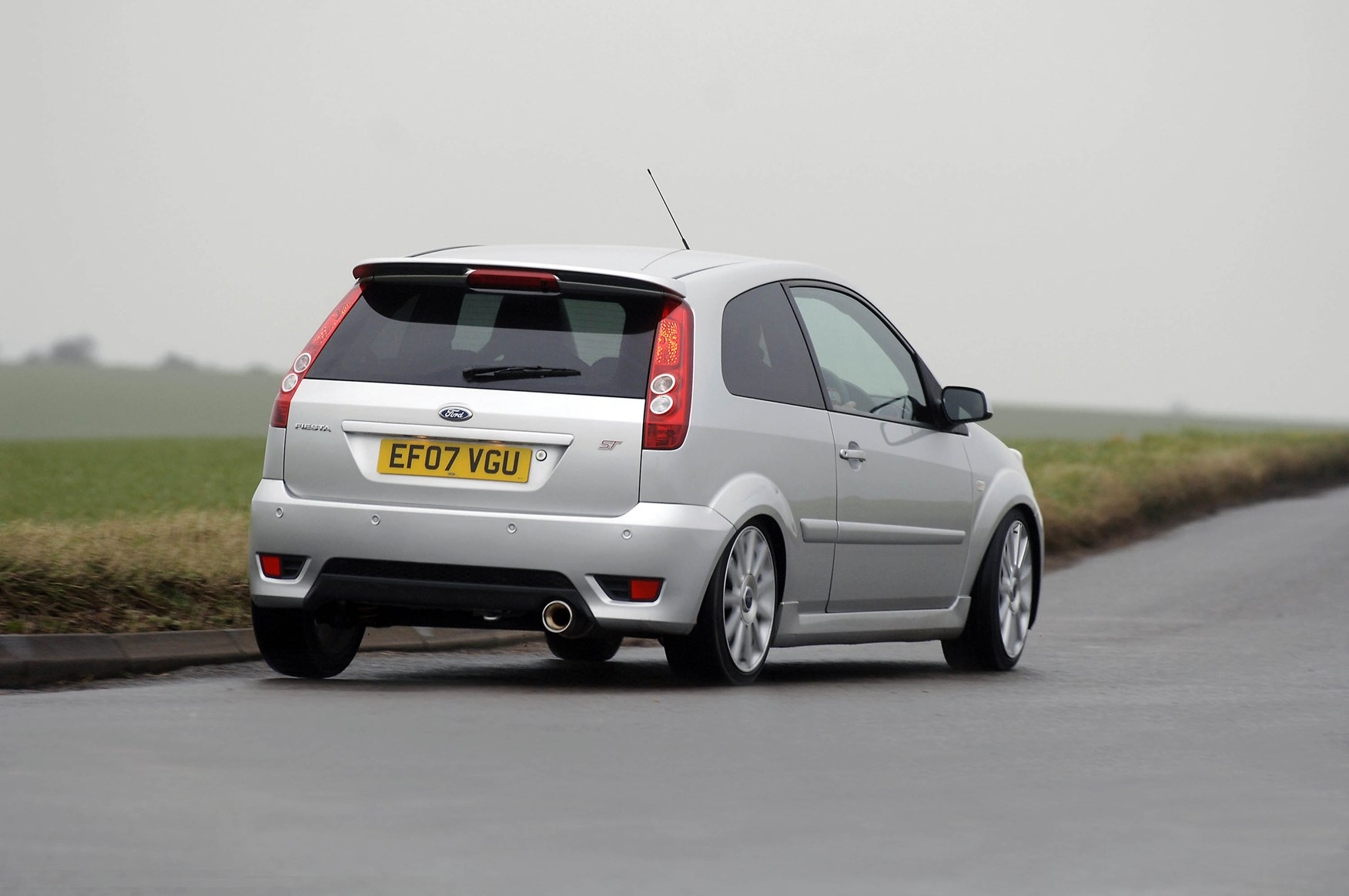 ford fiesta st review 2005 2008 parkers. Black Bedroom Furniture Sets. Home Design Ideas