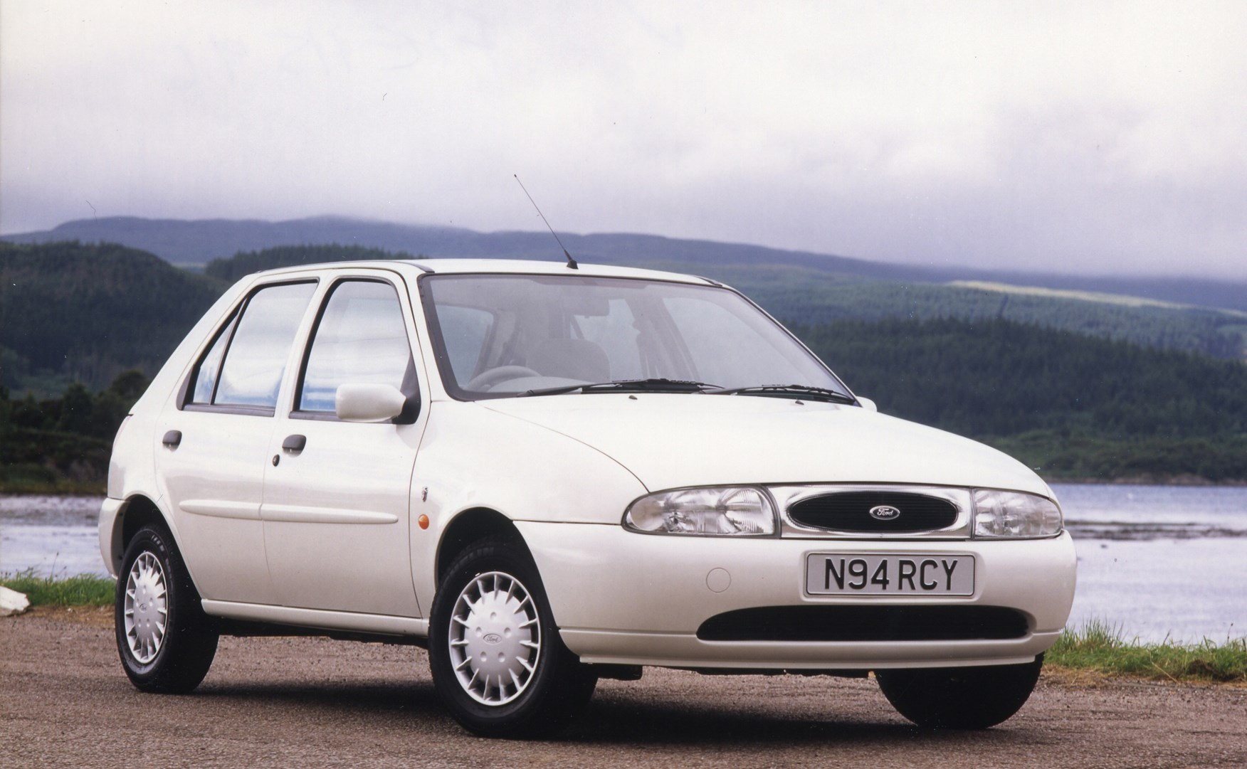Ford Fiesta Hatchback 1995 1999 Photos Parkers