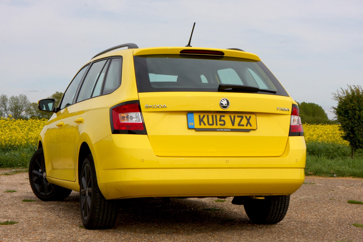 skoda fabia estate 2015 photos parkers