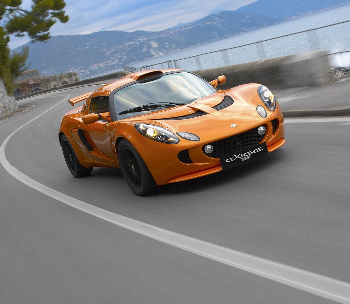 Lotus Exige Coupe (2004   ) Photos | Parkers