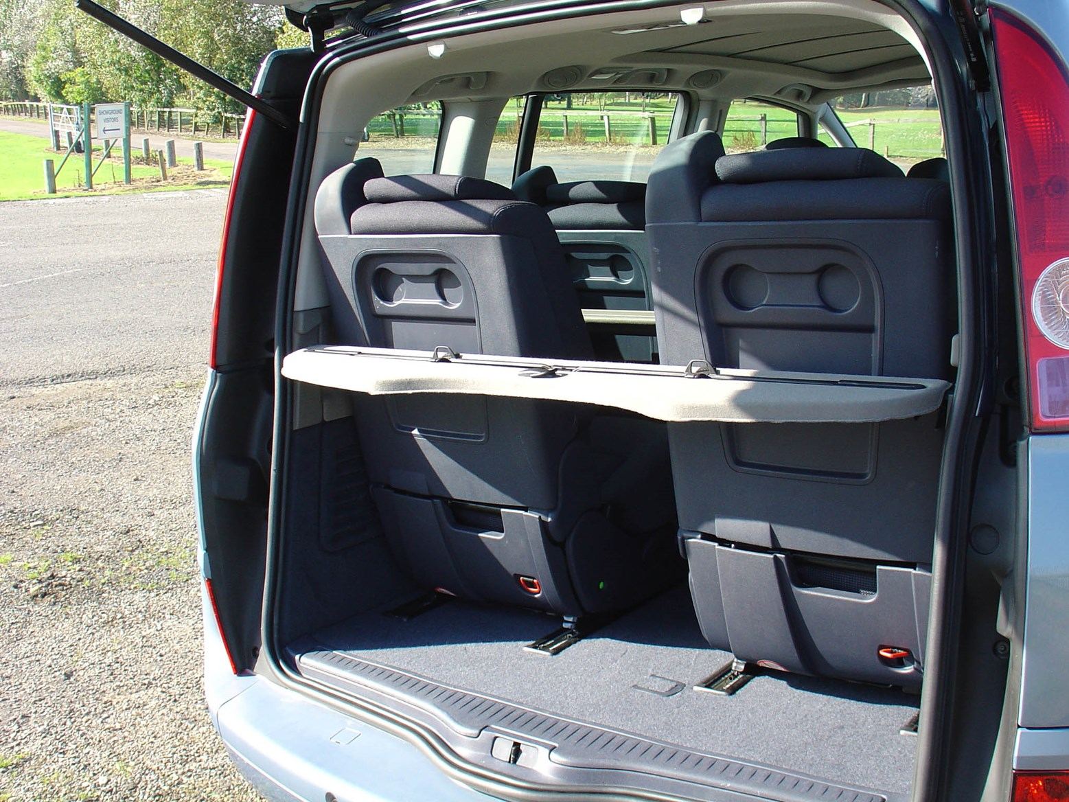 renault espace estate 2003 2012 features equipment and accessories parkers. Black Bedroom Furniture Sets. Home Design Ideas