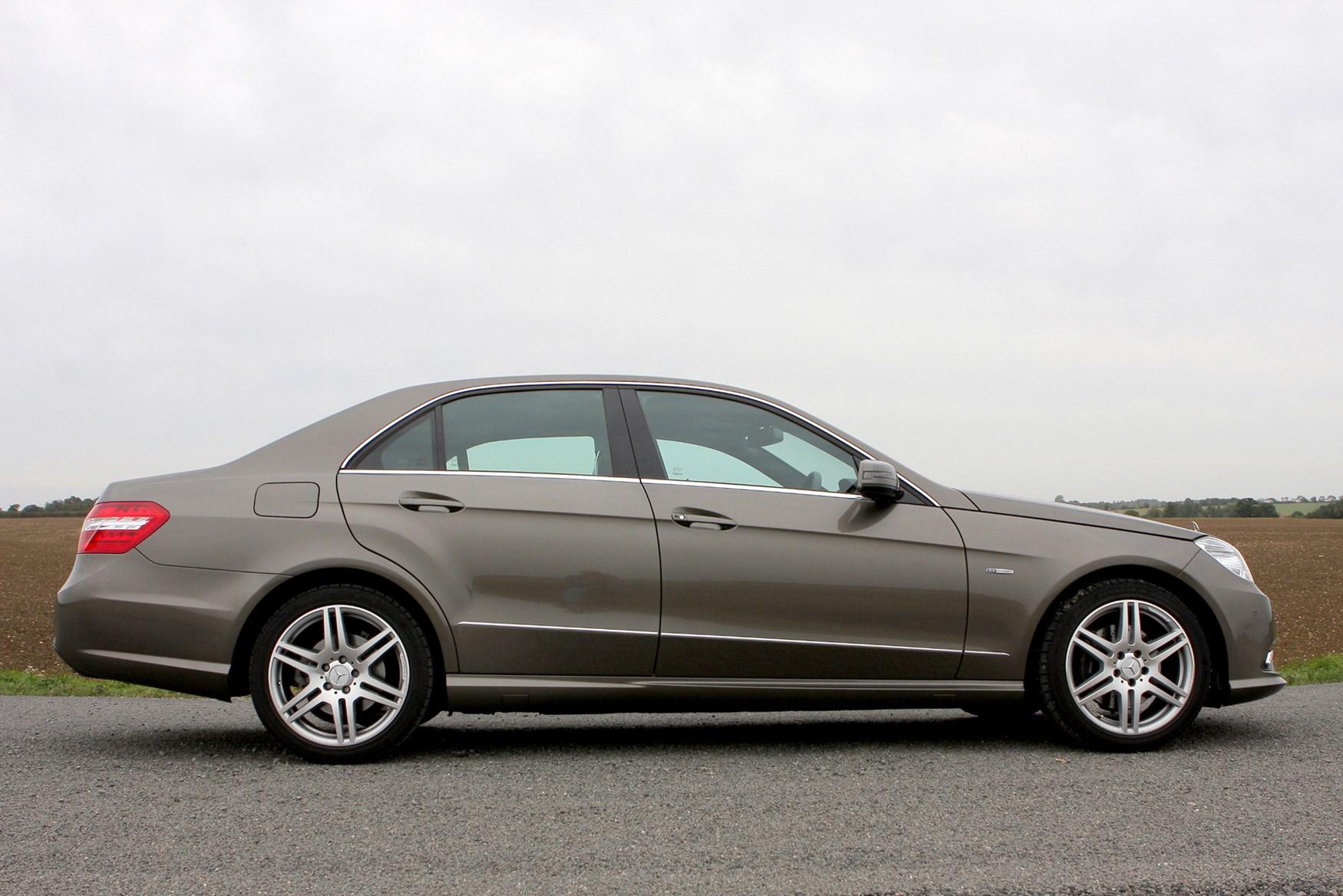 Mercedes benz e class saloon 2009 2016 photos parkers for Mercedes benz e class 2009