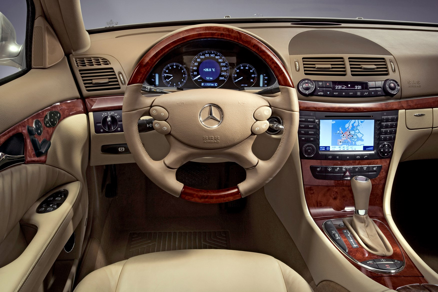View all images of the mercedes benz e class estate 03 08