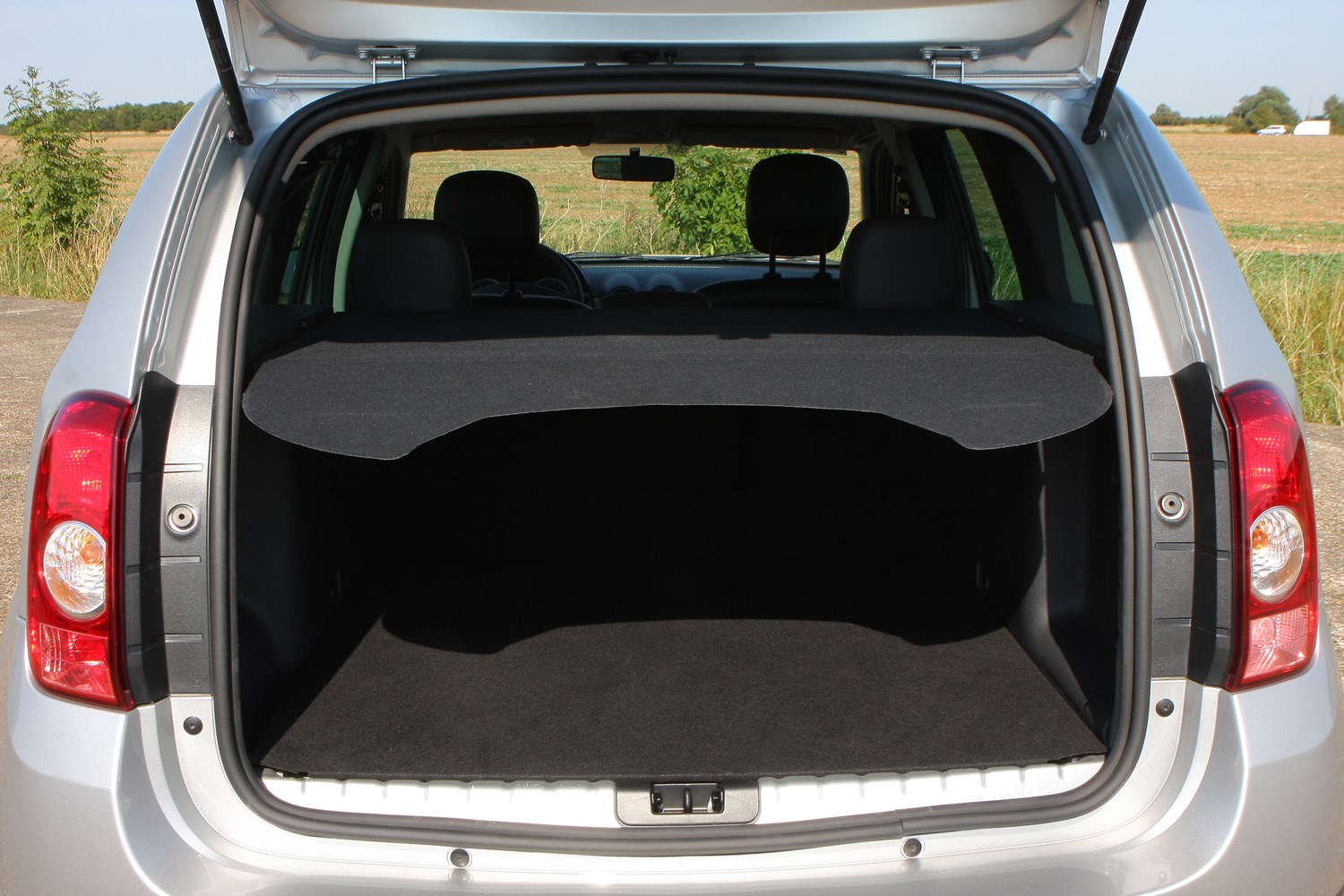 dacia duster estate 2013 features equipment and accessories parkers. Black Bedroom Furniture Sets. Home Design Ideas
