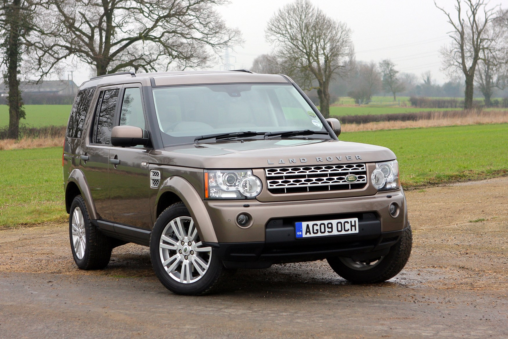 Land rover discovery station wagon 2004 photos parkers for Range rover exterior design package