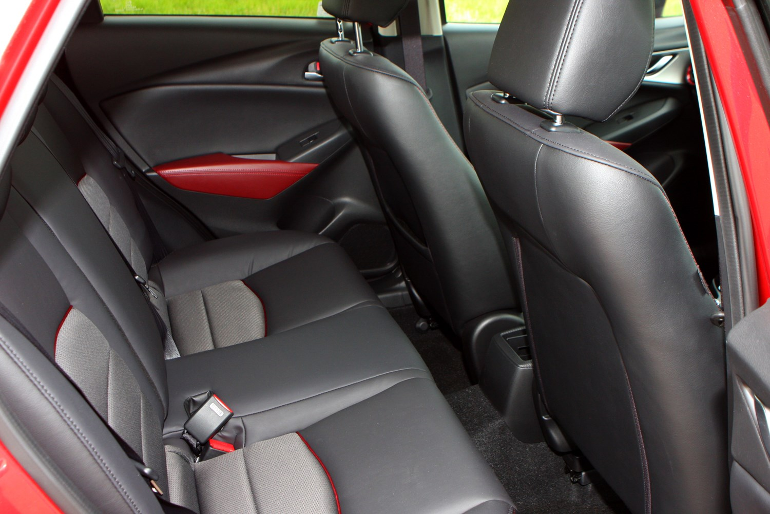 Mazda cx 3 4x4 2015 photos parkers for Mazda cx 3 interieur
