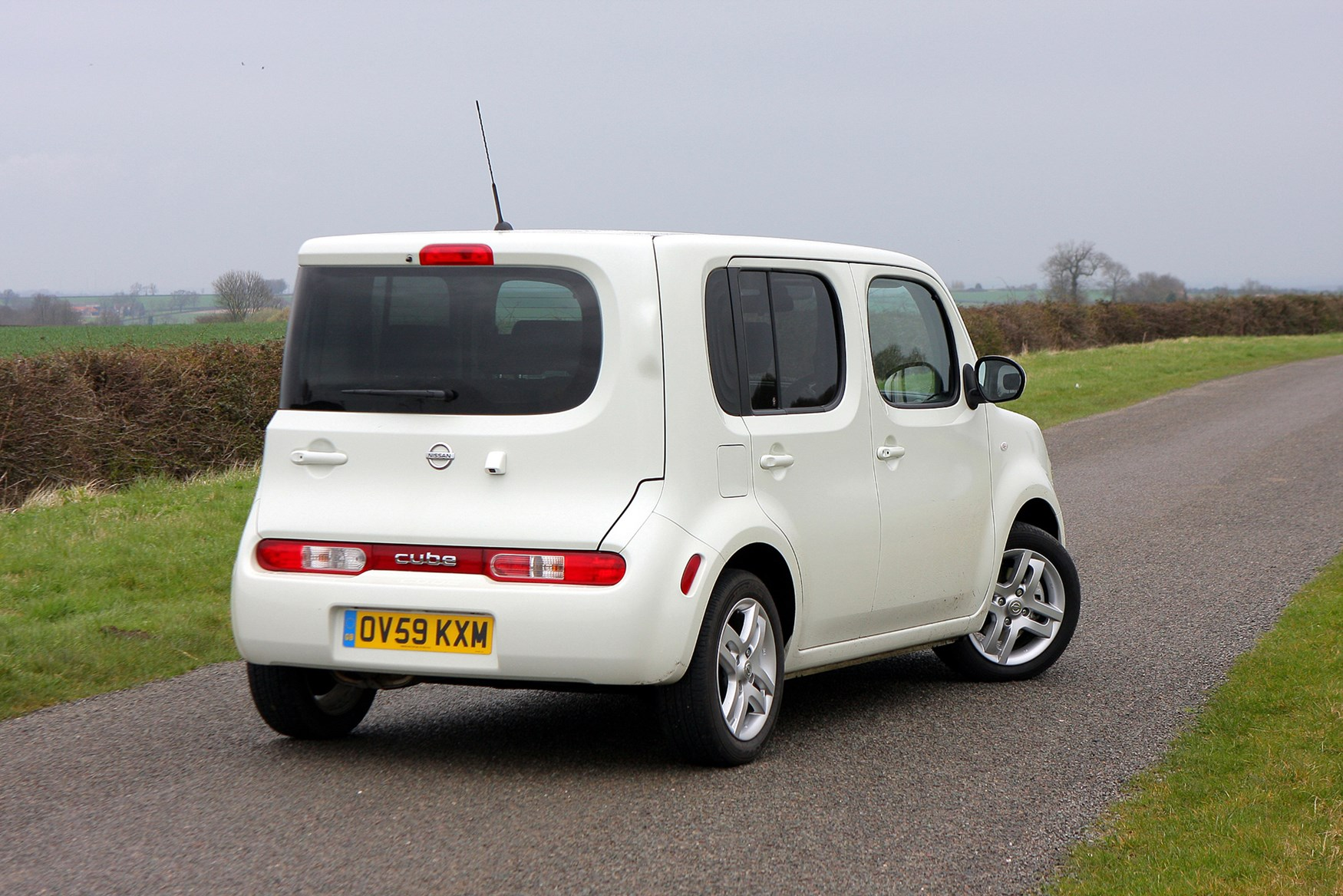 nissan cube estate 2010 2010 photos parkers. Black Bedroom Furniture Sets. Home Design Ideas