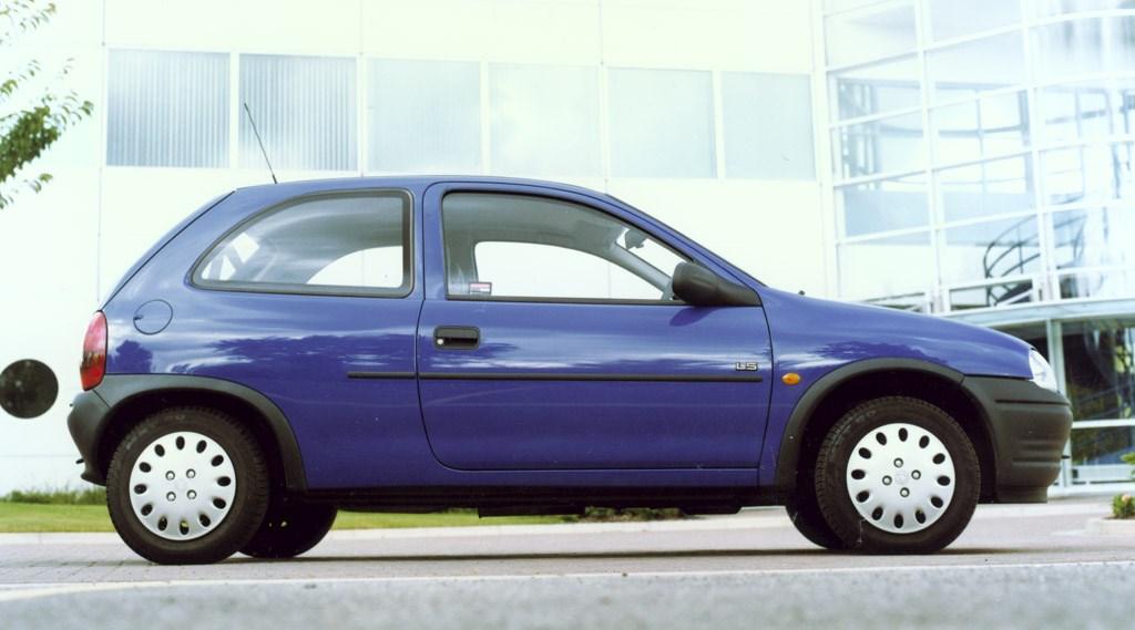 vauxhall corsa hatchback 1993 2000 photos parkers. Black Bedroom Furniture Sets. Home Design Ideas