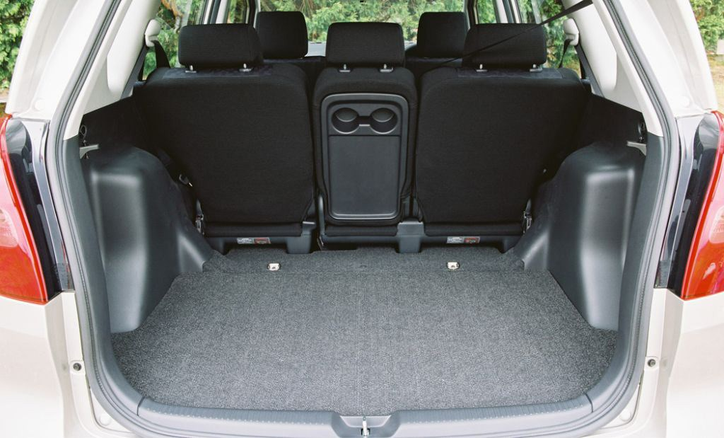 toyota corolla verso review 2002 2003 parkers. Black Bedroom Furniture Sets. Home Design Ideas
