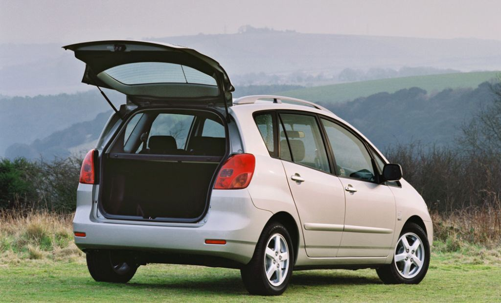 toyota corolla verso review 2002 2003 parkers