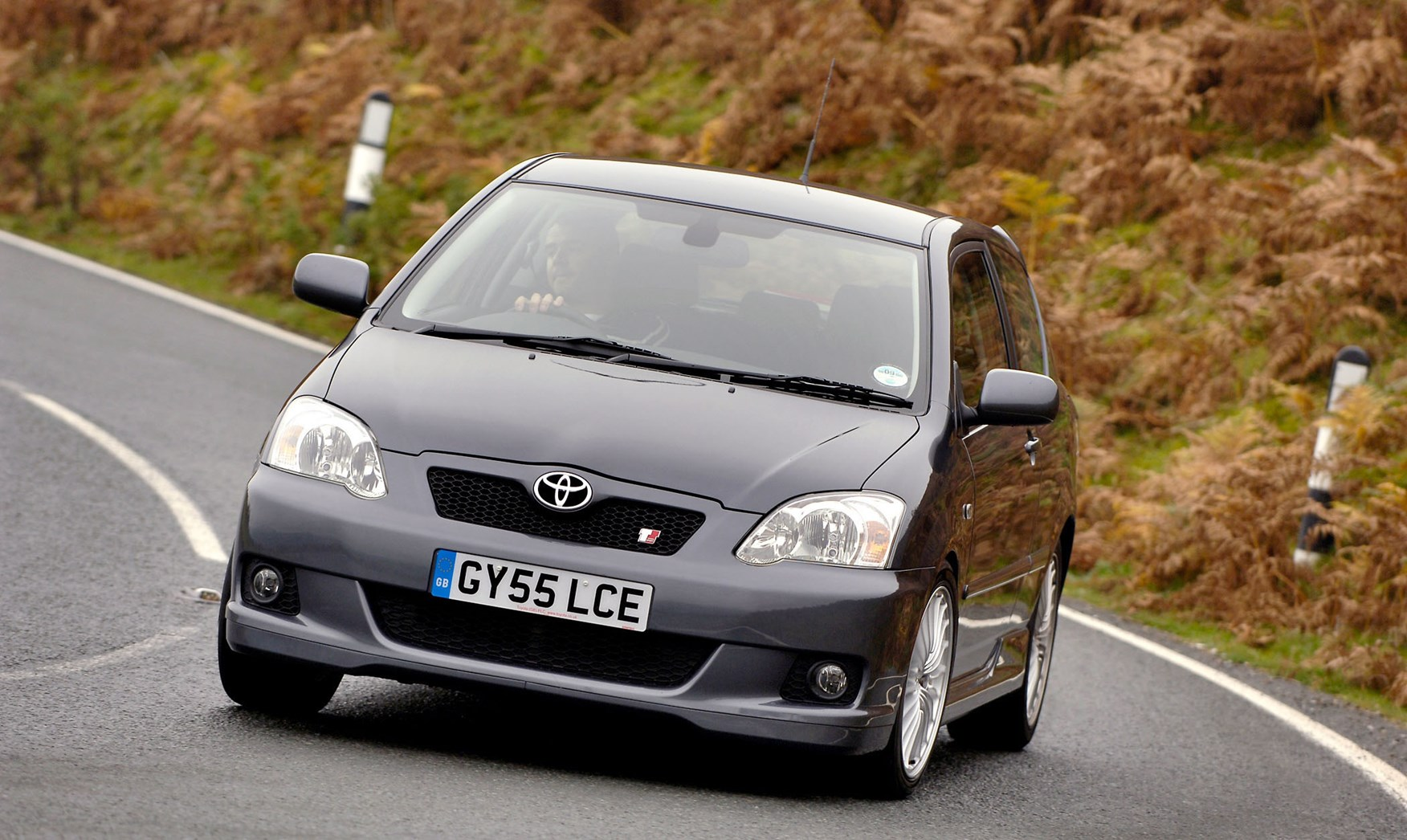 toyota corolla hatchback (2002 - 2006) driving & performance   parkers