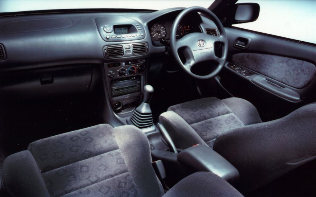 Toyota Corolla Hatchback 2000 2002 Photos Parkers