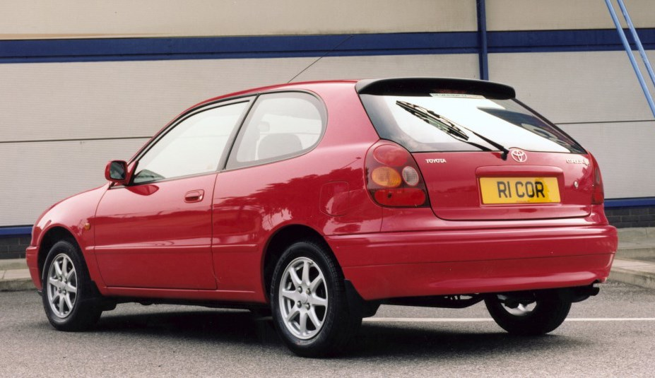 toyota corolla hatchback review 1997   2000 parkers
