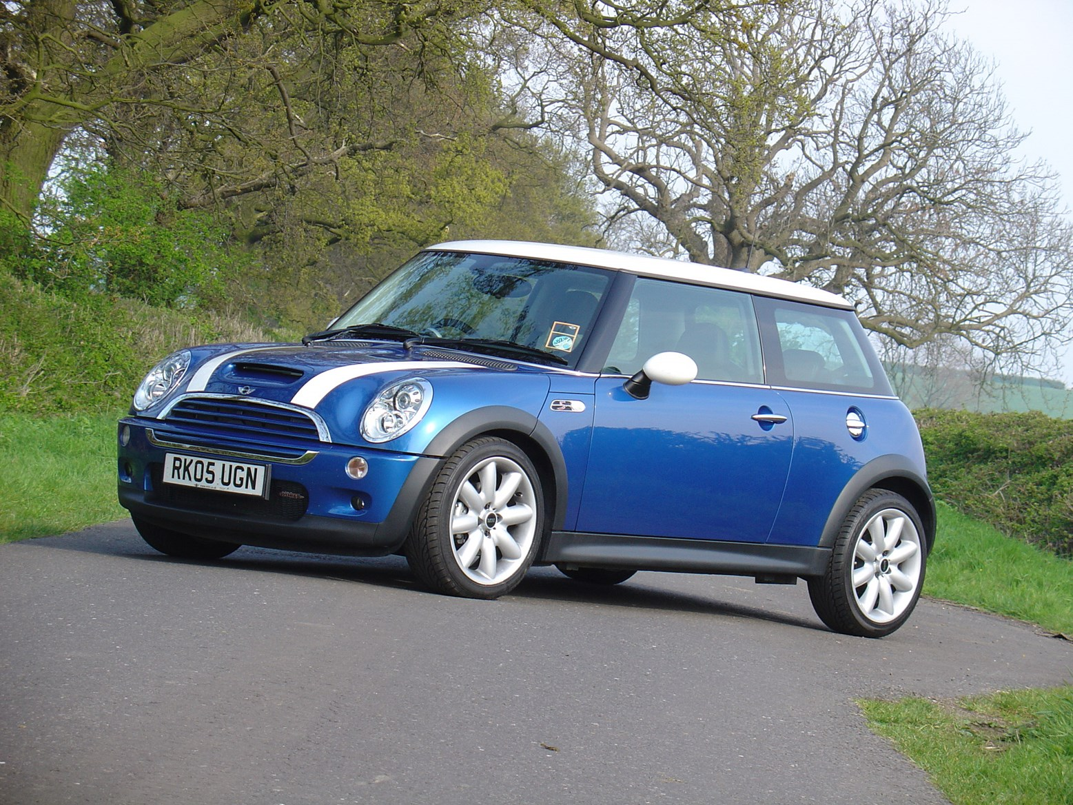 mini cooper s hatchback 2002 2006 photos parkers. Black Bedroom Furniture Sets. Home Design Ideas