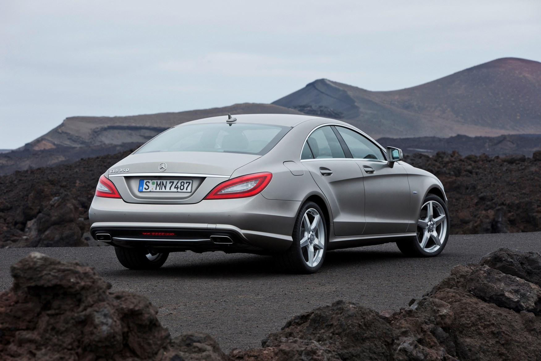 Gl Class together with Mercedes Ml W164 also Mercedes Benz Cls 350 Bluetec First Drive Review furthermore Watch moreover VideoId Aa1de8650706e310VgnVCM2000007d184335RCRD. on 350 cdi bluetec