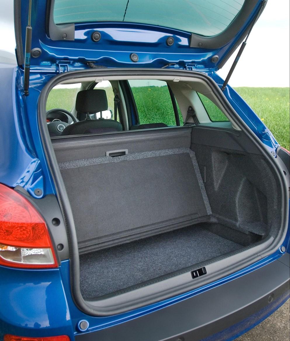 Renault Clio Sport Tourer Review (2008 - 2012)