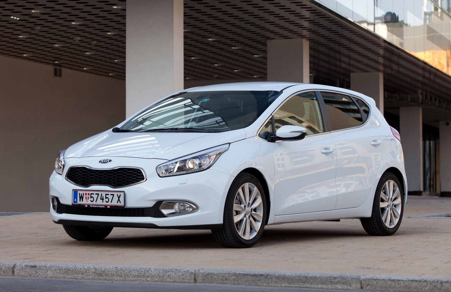 kia ceed hatchback 2012 photos parkers. Black Bedroom Furniture Sets. Home Design Ideas