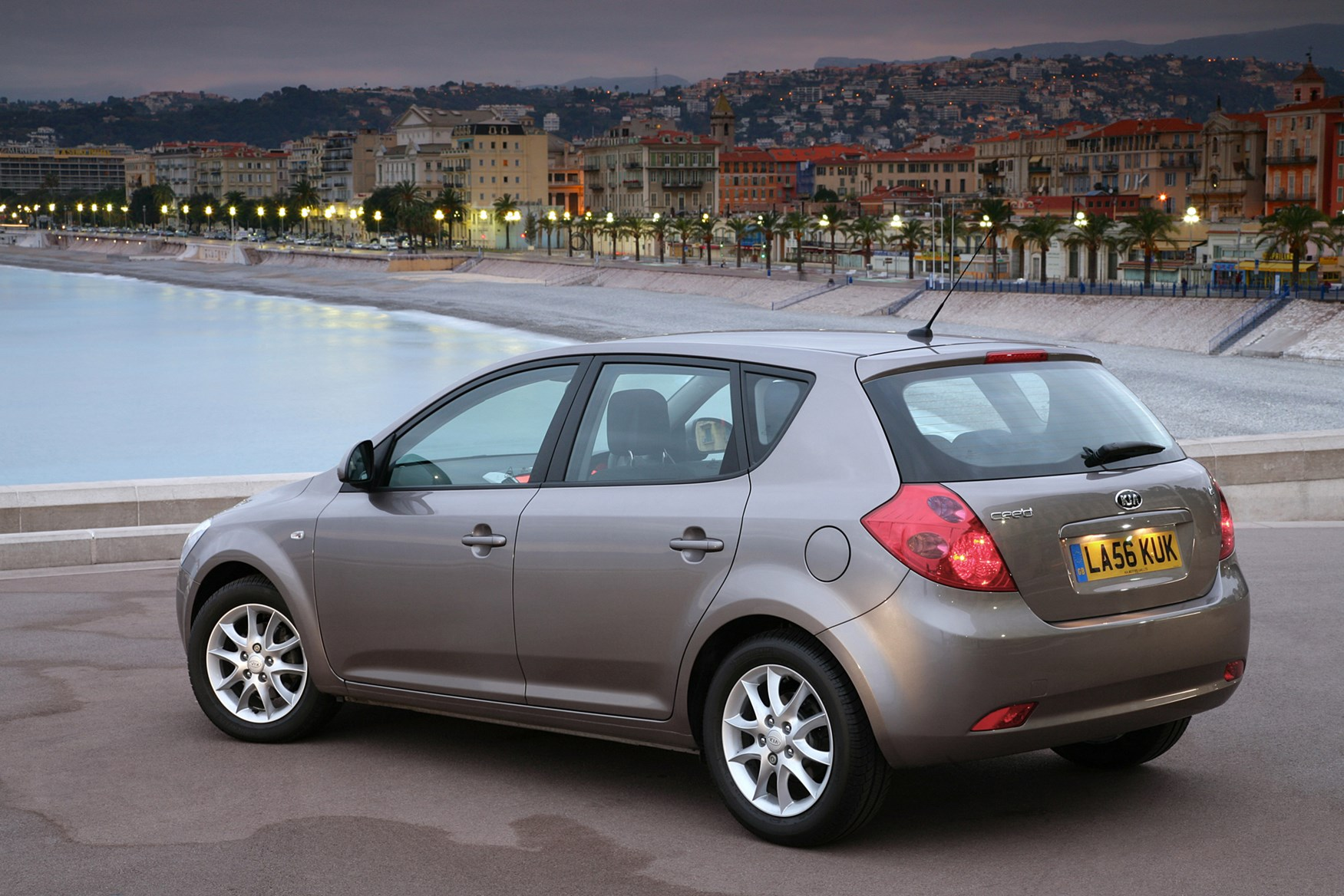 kia ceed hatchback 2007 2012 photos parkers. Black Bedroom Furniture Sets. Home Design Ideas