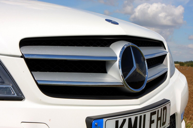 Mercedes benz c class coup 2011 2015 photos parkers for 2015 mercedes benz c class coupe