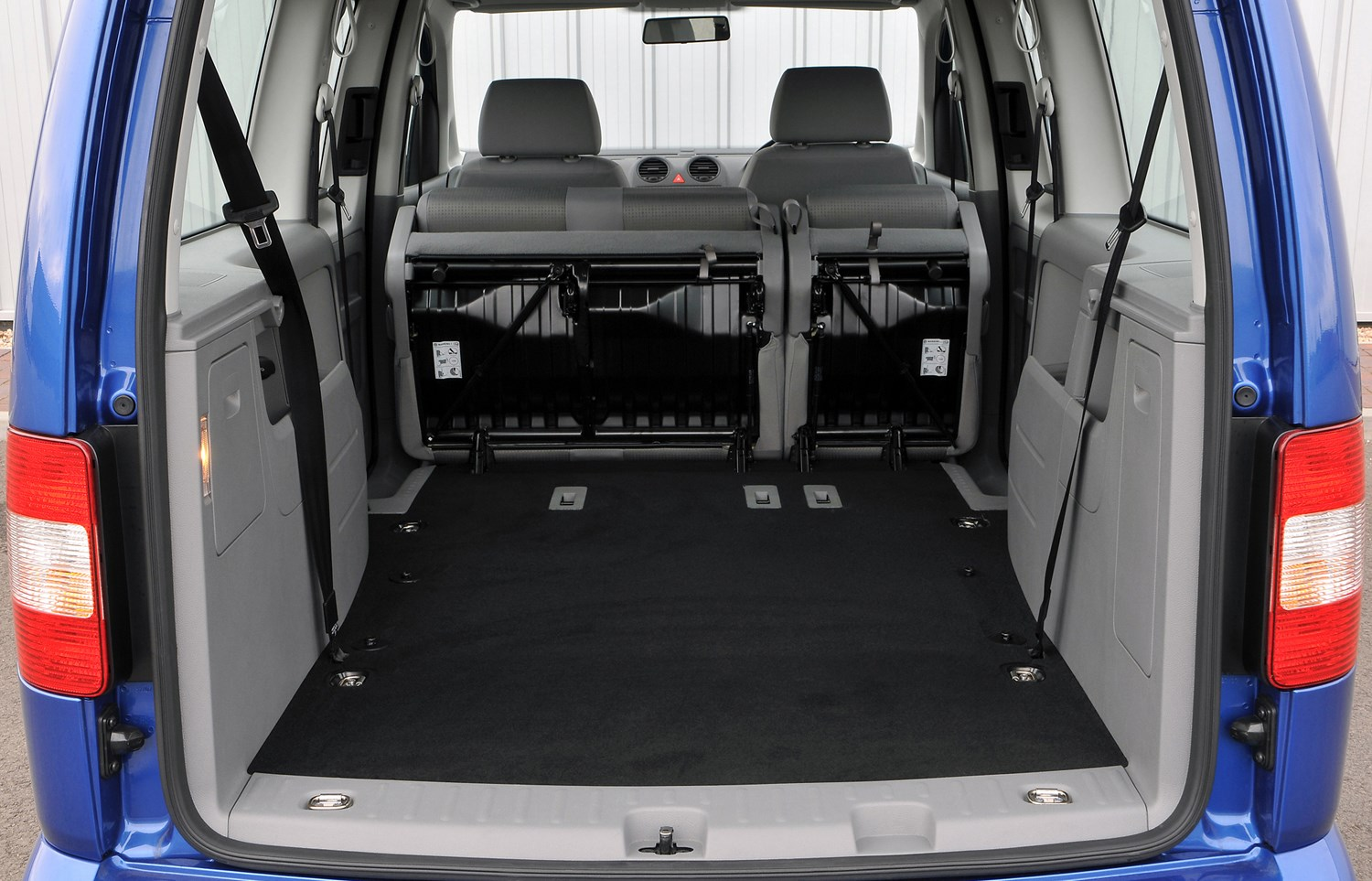 volkswagen caddy maxi life estate 2008 2010 photos. Black Bedroom Furniture Sets. Home Design Ideas