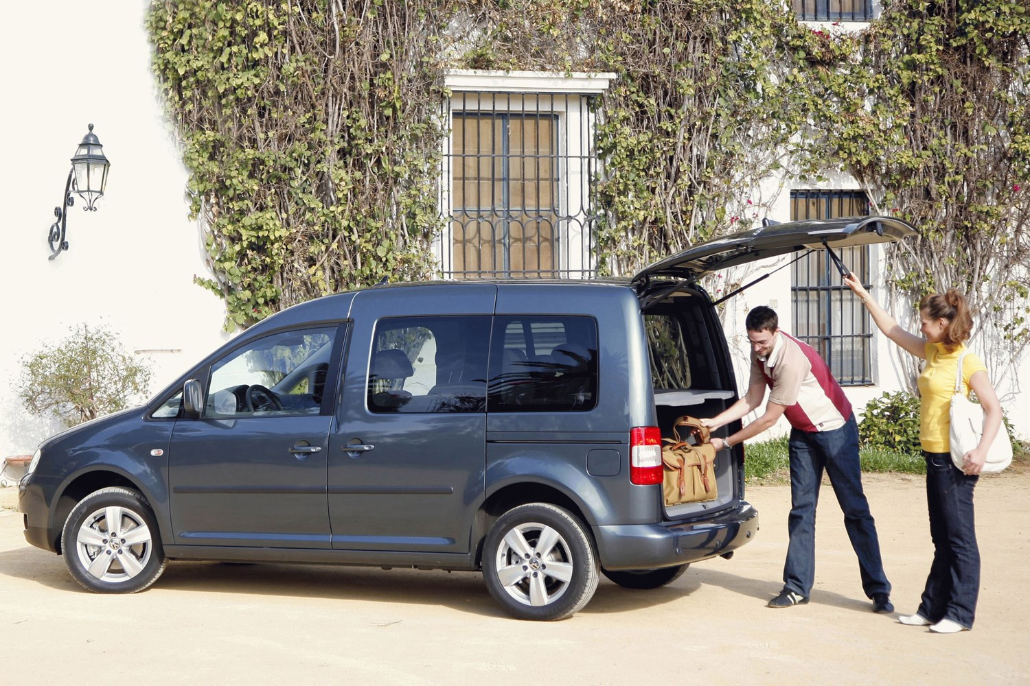 volkswagen caddy maxi life estate 2008 2010 photos parkers. Black Bedroom Furniture Sets. Home Design Ideas
