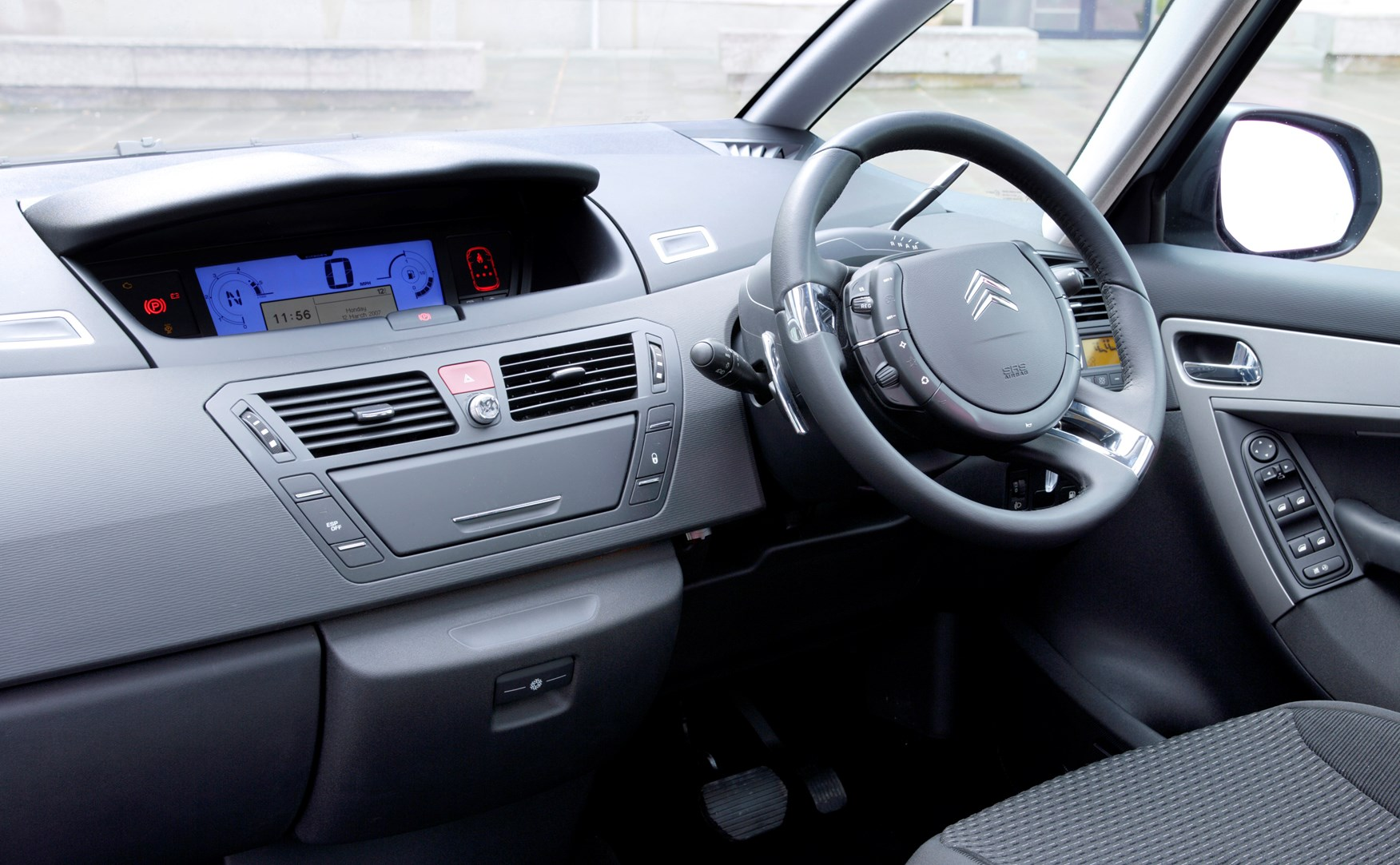 Citro n c4 picasso estate 2007 2013 driving performance parkers - C4 picasso interior ...