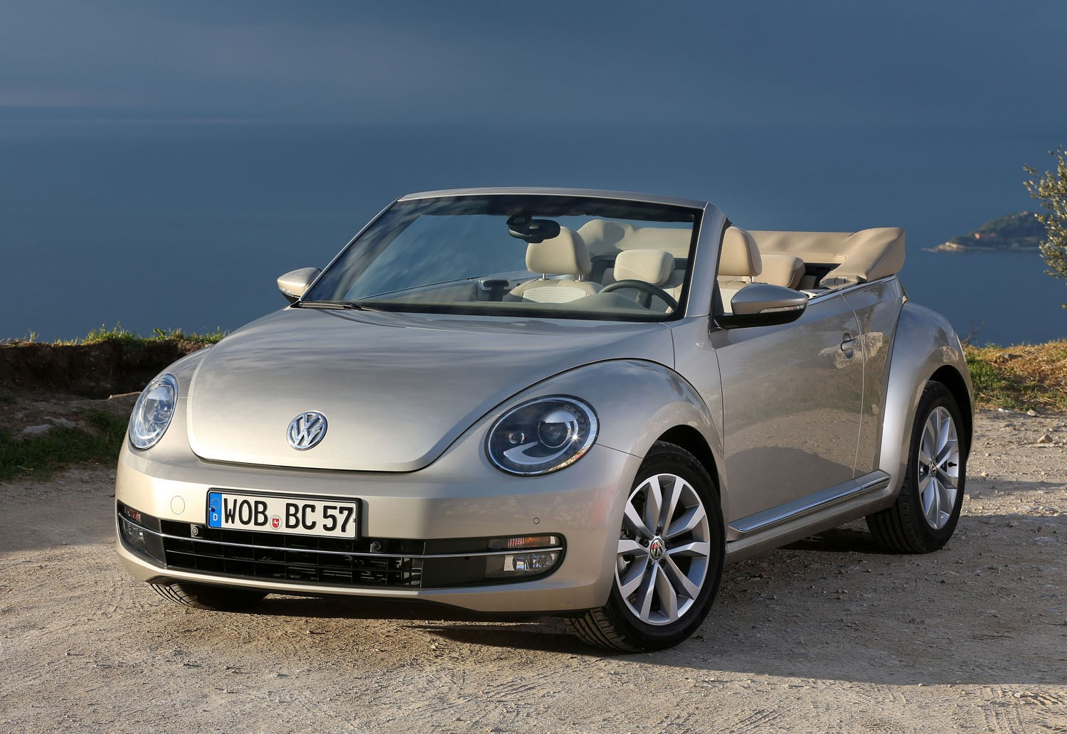 volkswagen beetle cabriolet review 2013 parkers. Black Bedroom Furniture Sets. Home Design Ideas