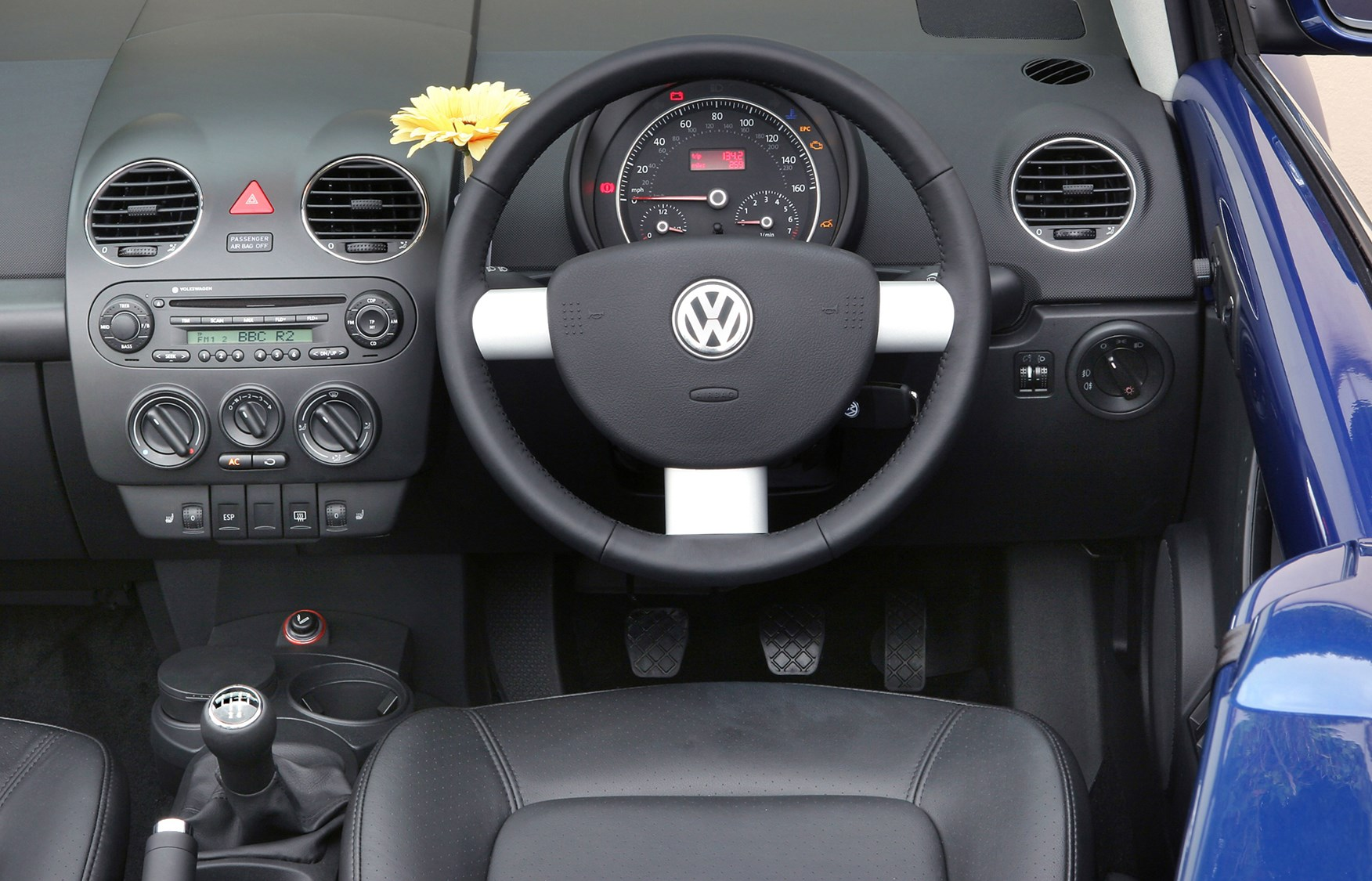 volkswagen beetle cabriolet 2003 2010 driving. Black Bedroom Furniture Sets. Home Design Ideas
