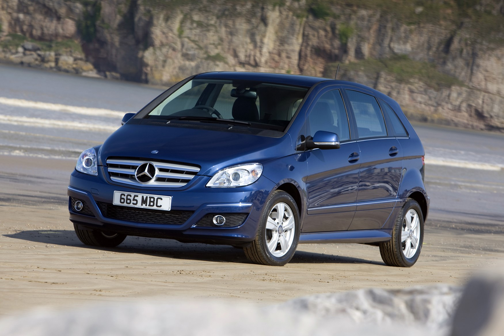 Mercedes benz b class hatchback 2005 2011 photos parkers for Mercedes benz b class review