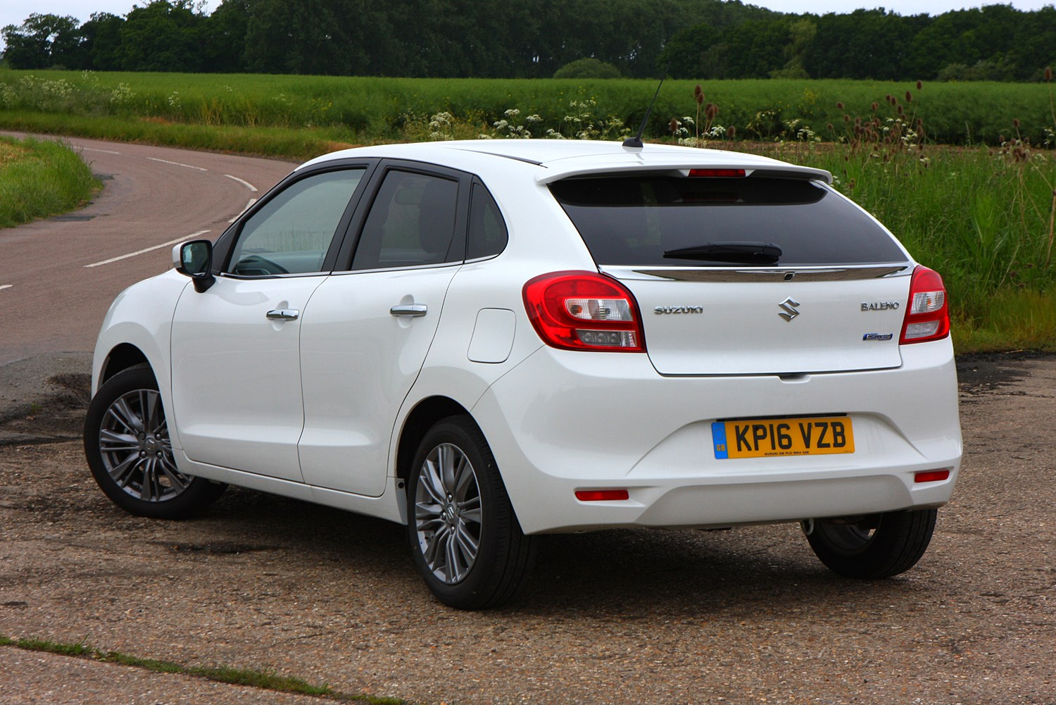 suzuki baleno hatchback 2016   photos parkers