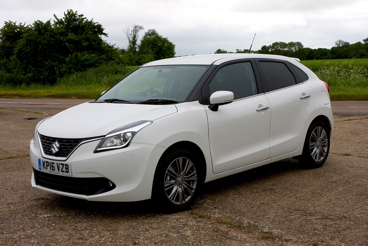 suzuki baleno hatchback 2016 photos parkers. Black Bedroom Furniture Sets. Home Design Ideas