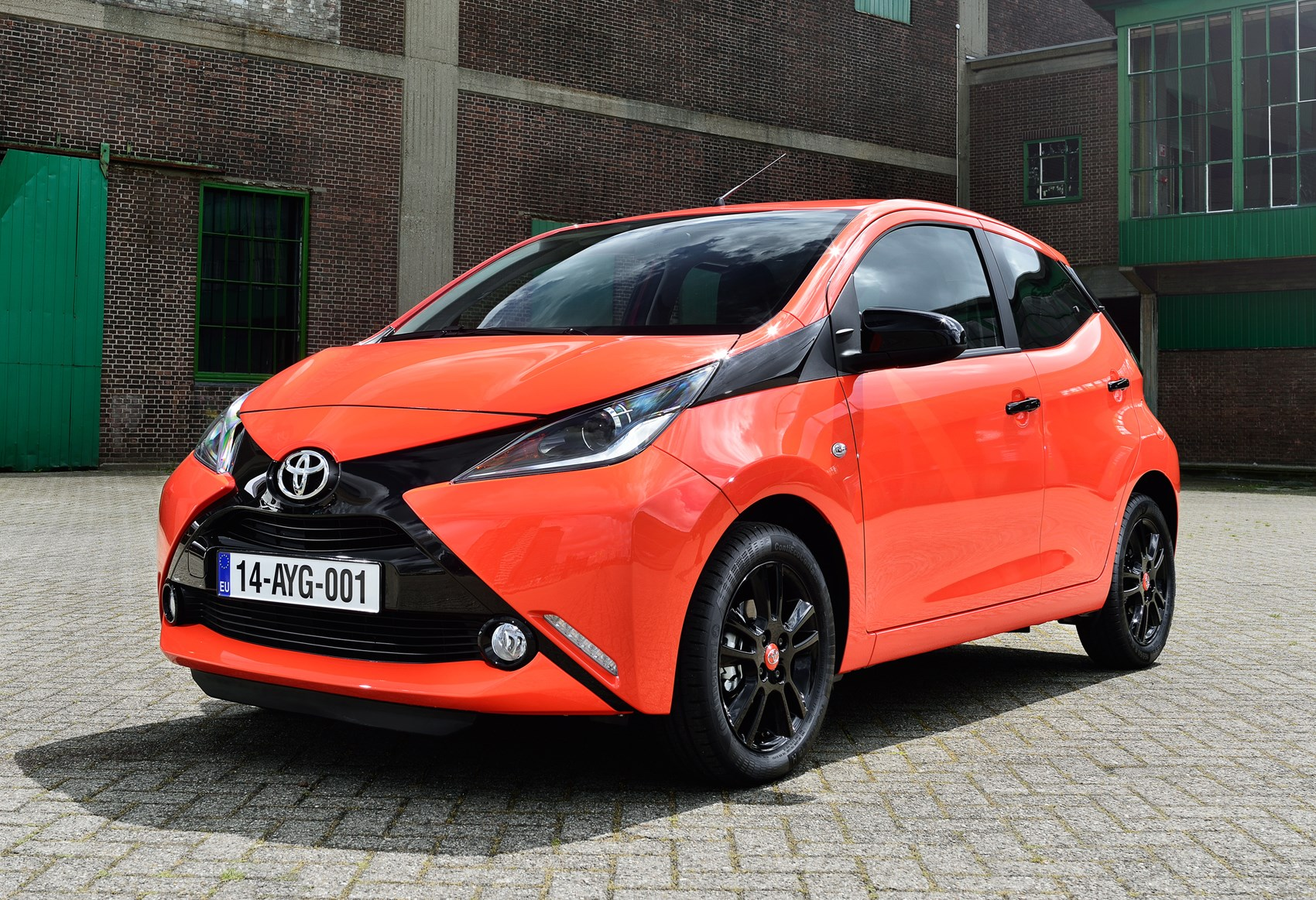 toyota aygo hatchback 2014 photos parkers. Black Bedroom Furniture Sets. Home Design Ideas
