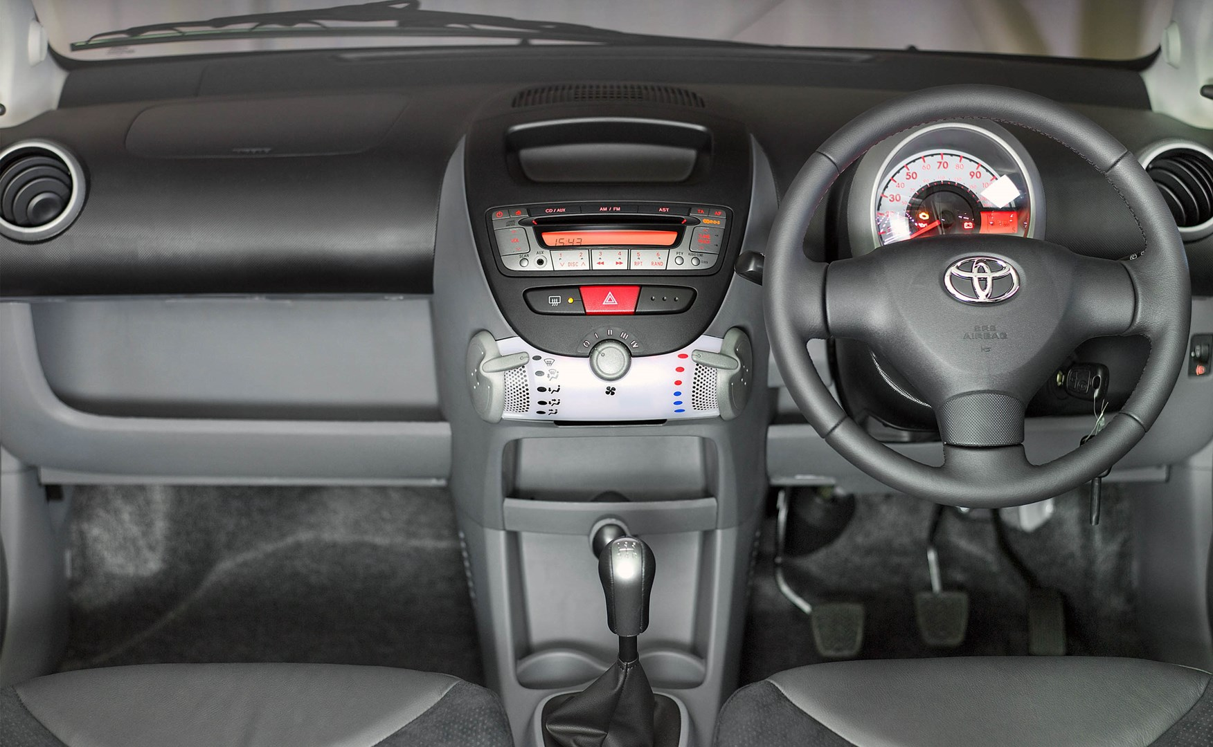 Toyota aygo hatchback review 2005 2014 parkers - Toyota aygo interior ...