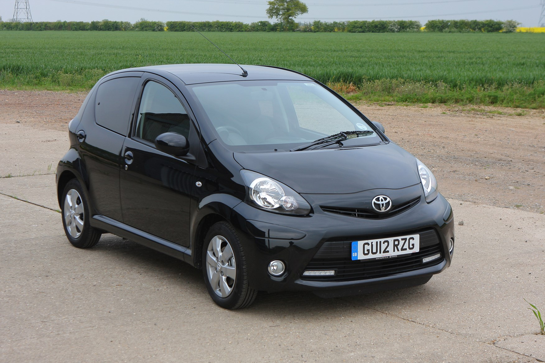 toyota aygo hatchback 2005 2014 photos parkers. Black Bedroom Furniture Sets. Home Design Ideas