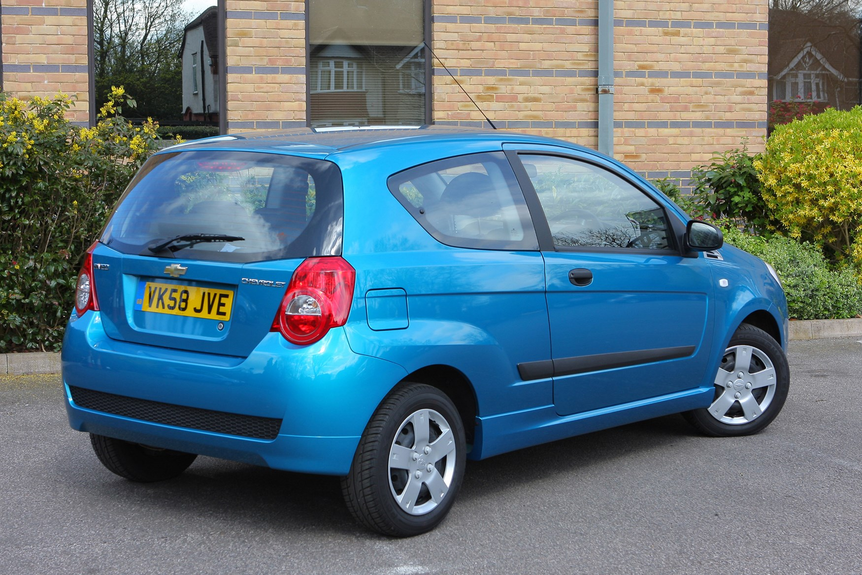 Chevrolet Aveo Hatchback Review 2008 2011 Parkers