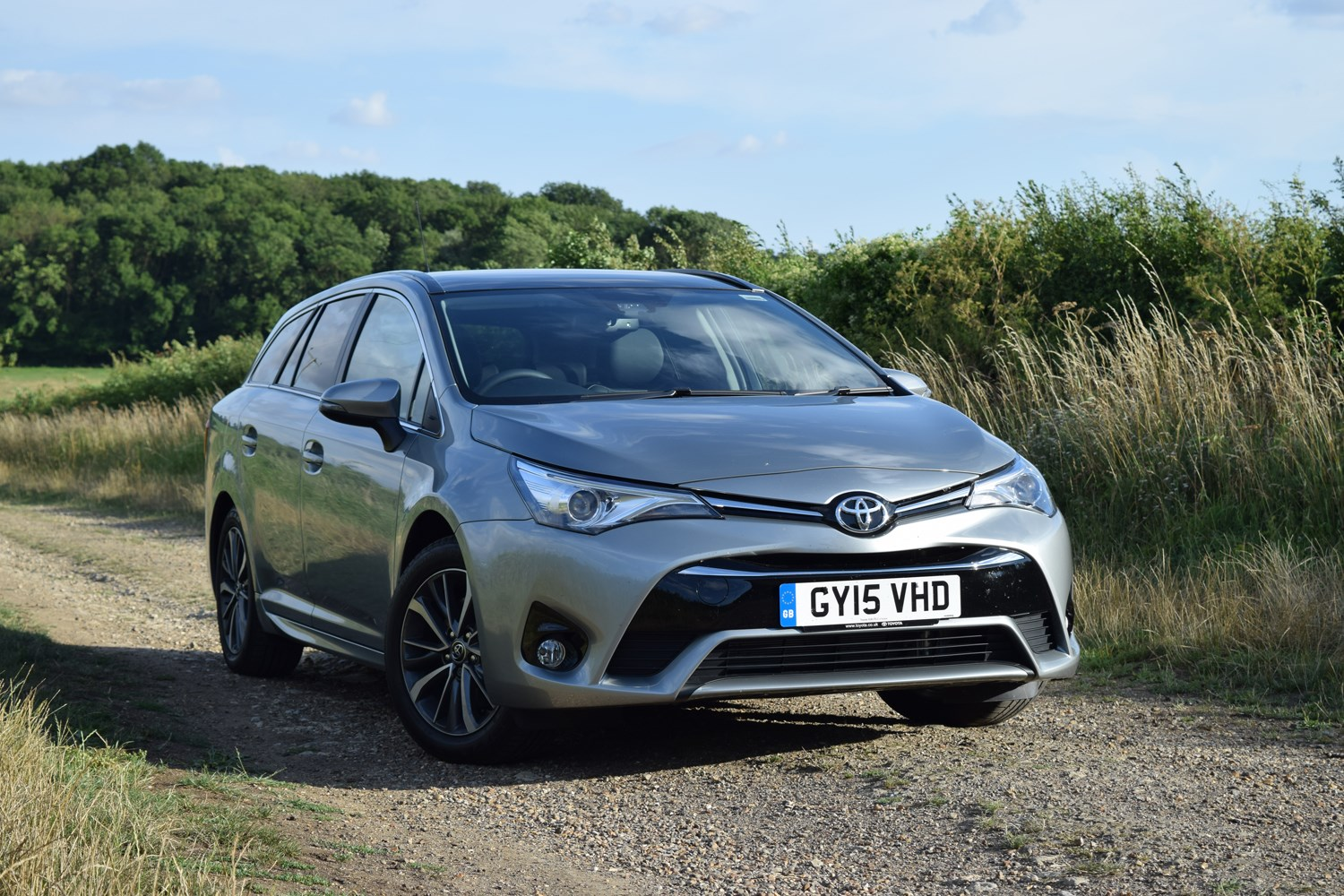 toyota avensis touring sports 2015 photos parkers. Black Bedroom Furniture Sets. Home Design Ideas