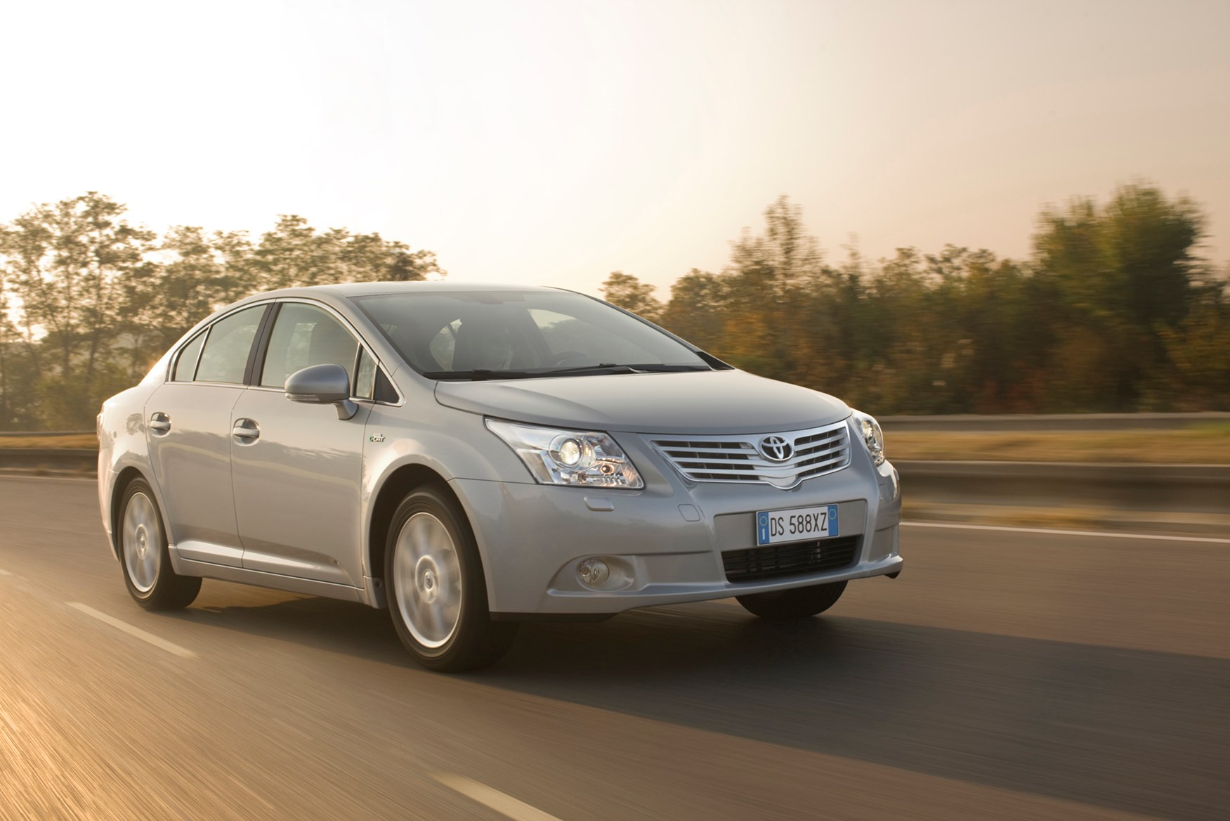 toyota avensis saloon review (2009 - ) | parkers