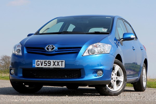 Toyota Auris Hatchback Review 2007 2013 Parkers