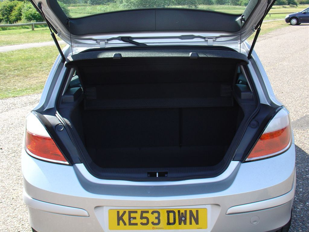 Vauxhall Astra Hatchback 2004 2010 Features Equipment And Sxi Engine Fuse Box Diagram View All Images Of The 04 10