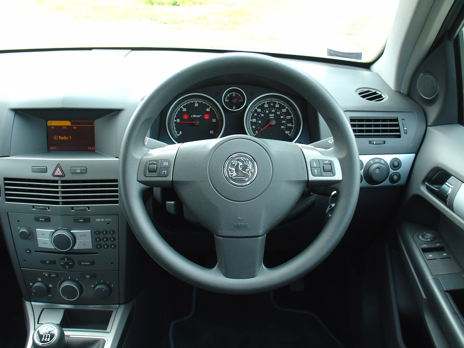 Vauxhall astra hatchback review 2004 2010 parkers for Door 55 reviews