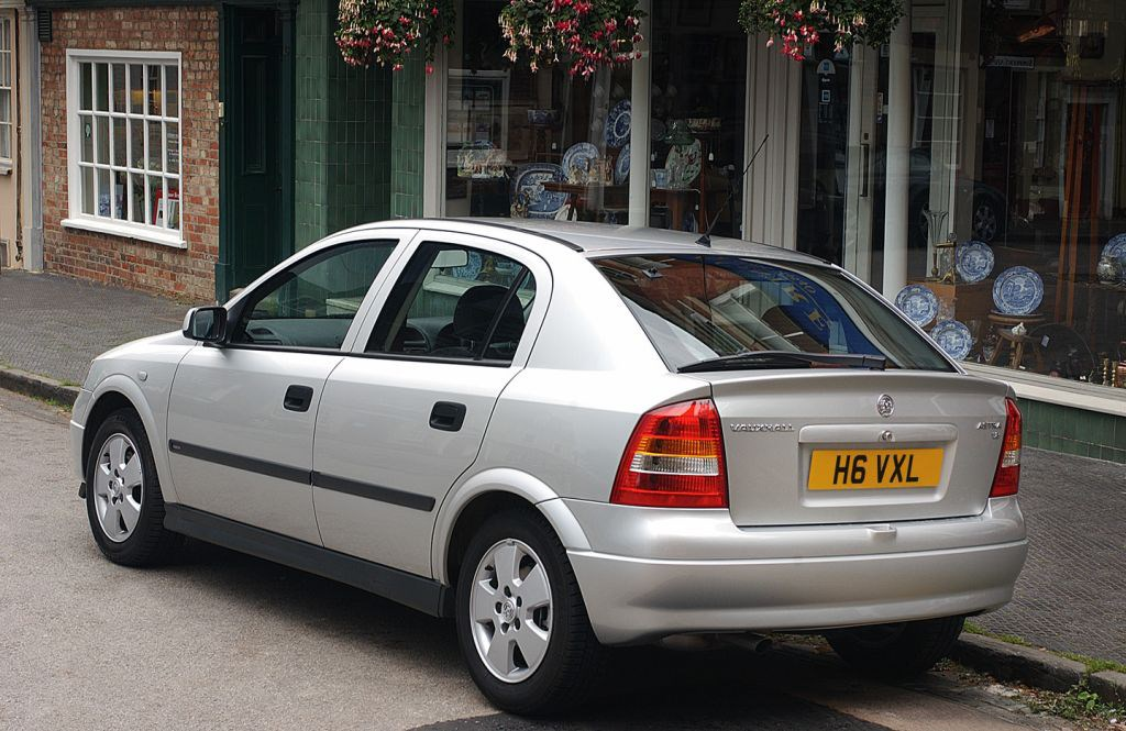 Vauxhall Astra Hatchback (1998 - 2005) Photos | Parkers