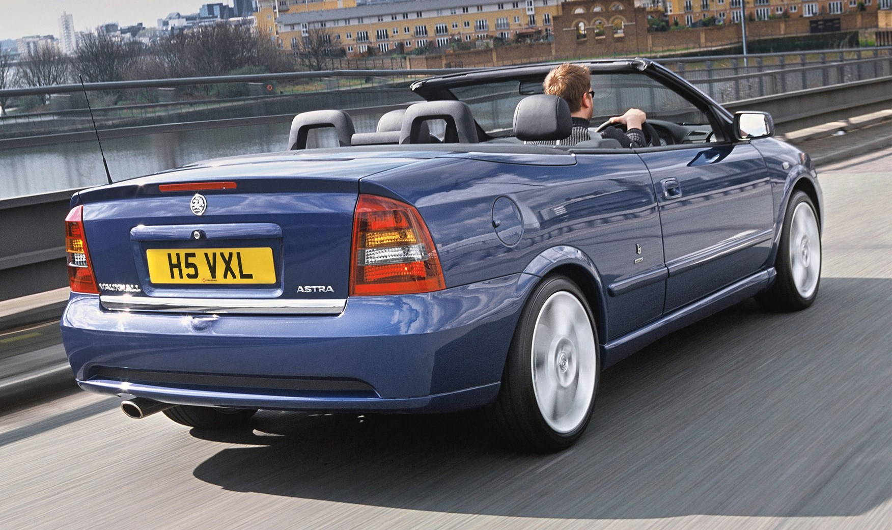 vauxhall astra convertible 2001 2005 driving. Black Bedroom Furniture Sets. Home Design Ideas