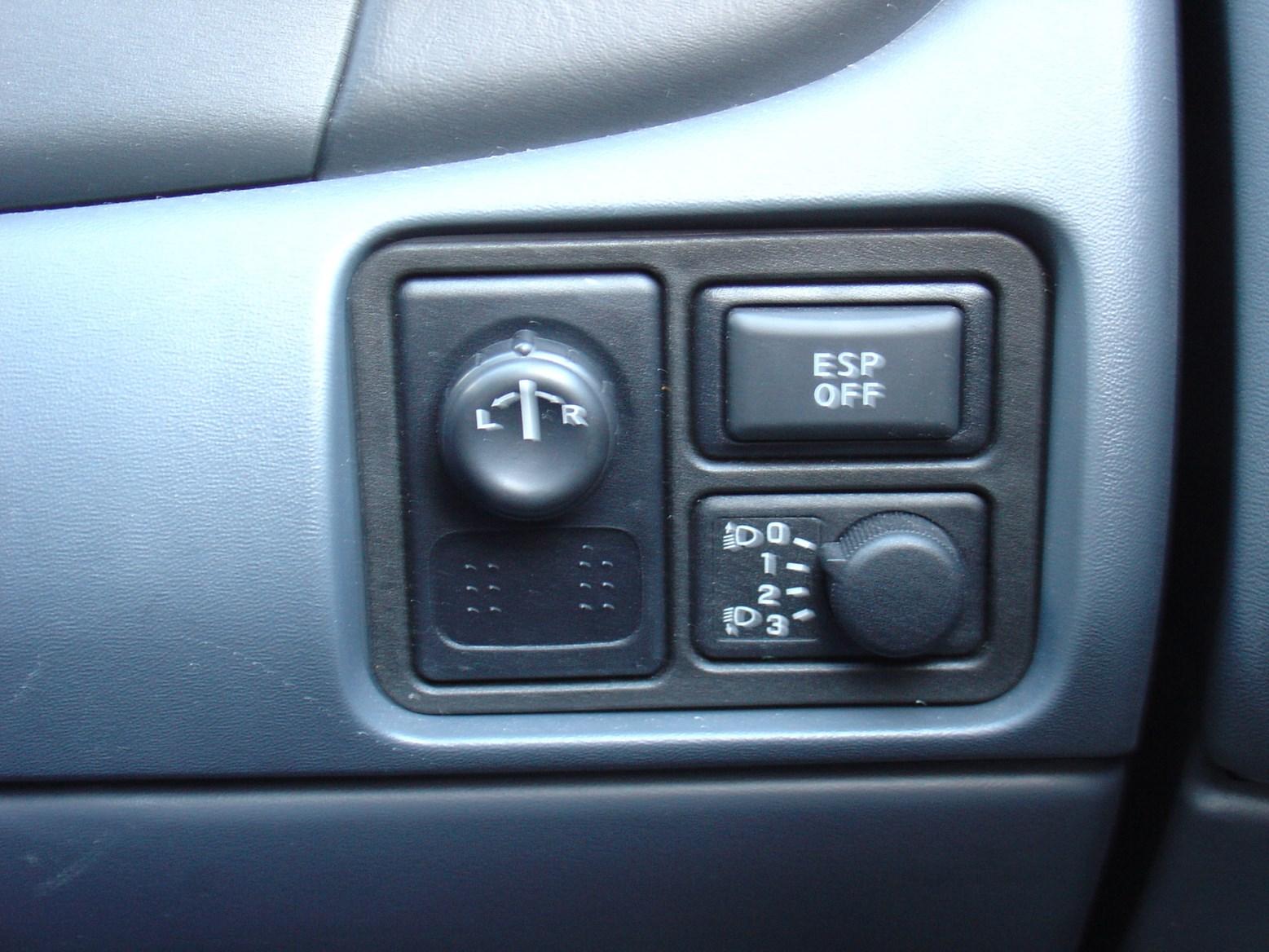 Nissan Almera Hatchback 2000 2006 Photos Parkers