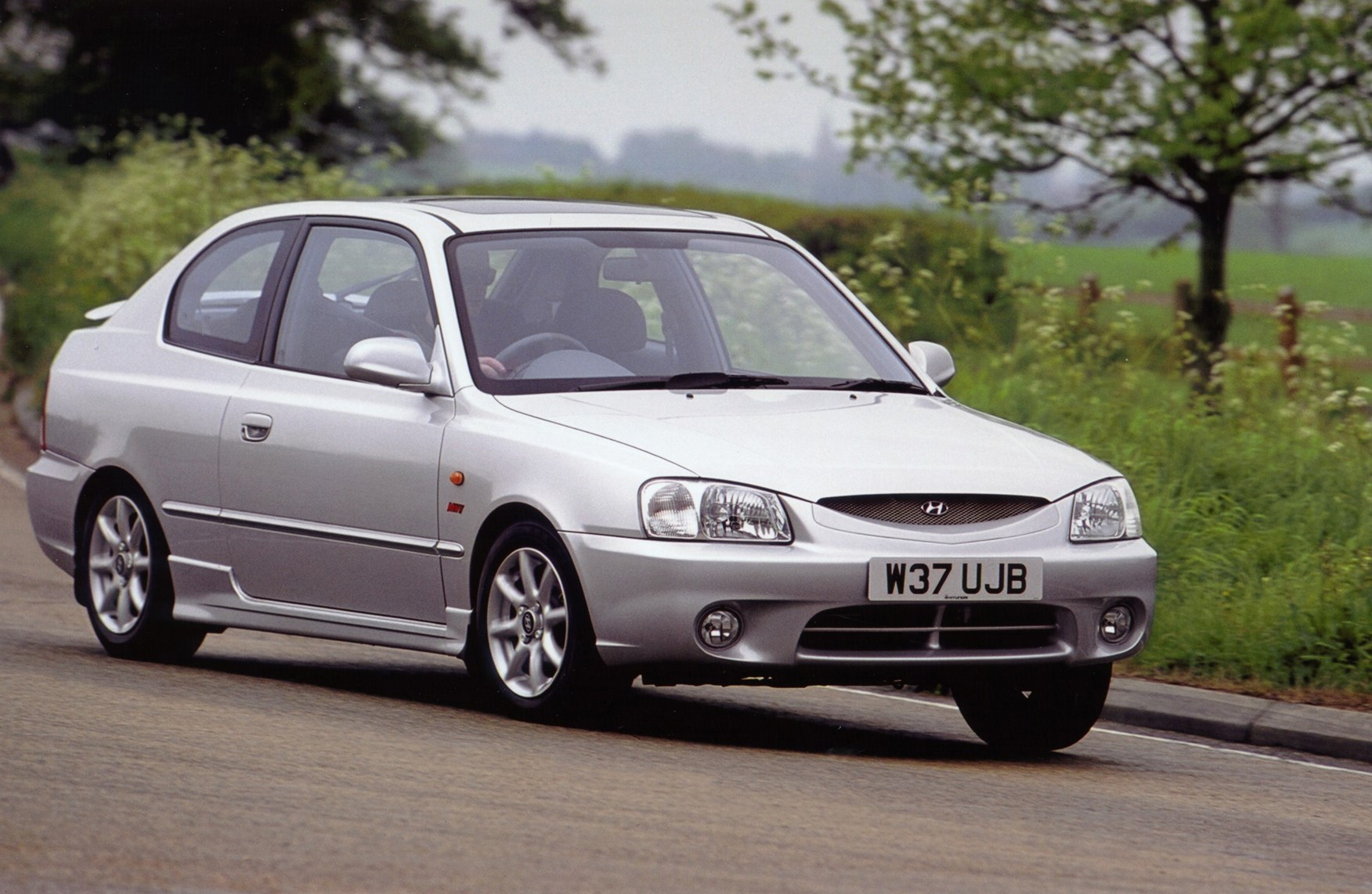 View all images of the hyundai accent hatchback 00 05