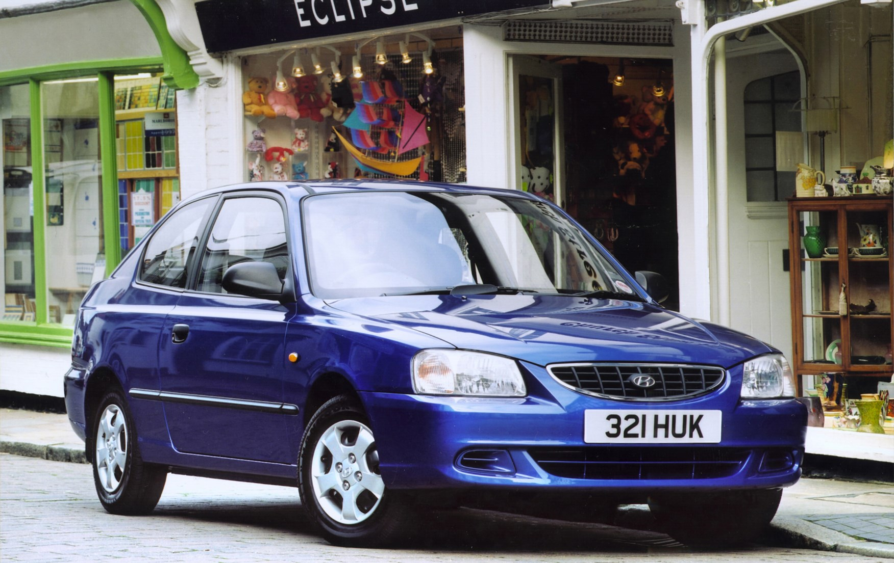 Used Cars Tucson >> Hyundai Accent Hatchback (2000 - 2005) Photos | Parkers