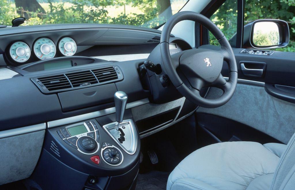 Peugeot 807 estate 2002 2010 photos parkers for Interior peugeot 807