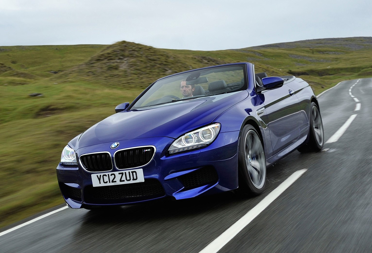 bmw 6 series m6 convertible 2012 photos parkers. Black Bedroom Furniture Sets. Home Design Ideas